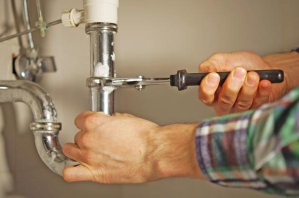 Vijf Dingen om te Overwegen Bij het Zoeken Naar een Goede Loodgieter